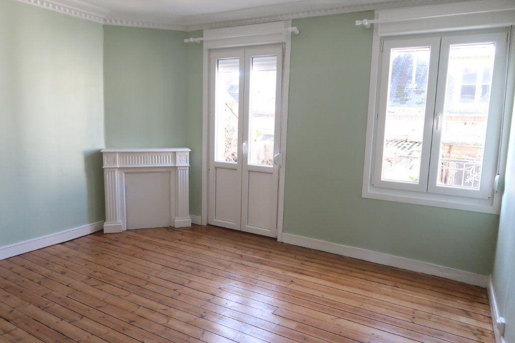 Appartement à louer 2 77m2 à Saint-Quentin vignette-9