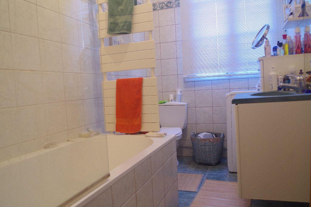 Appartement à vendre 3 100m2 à Saint-Quentin vignette-4