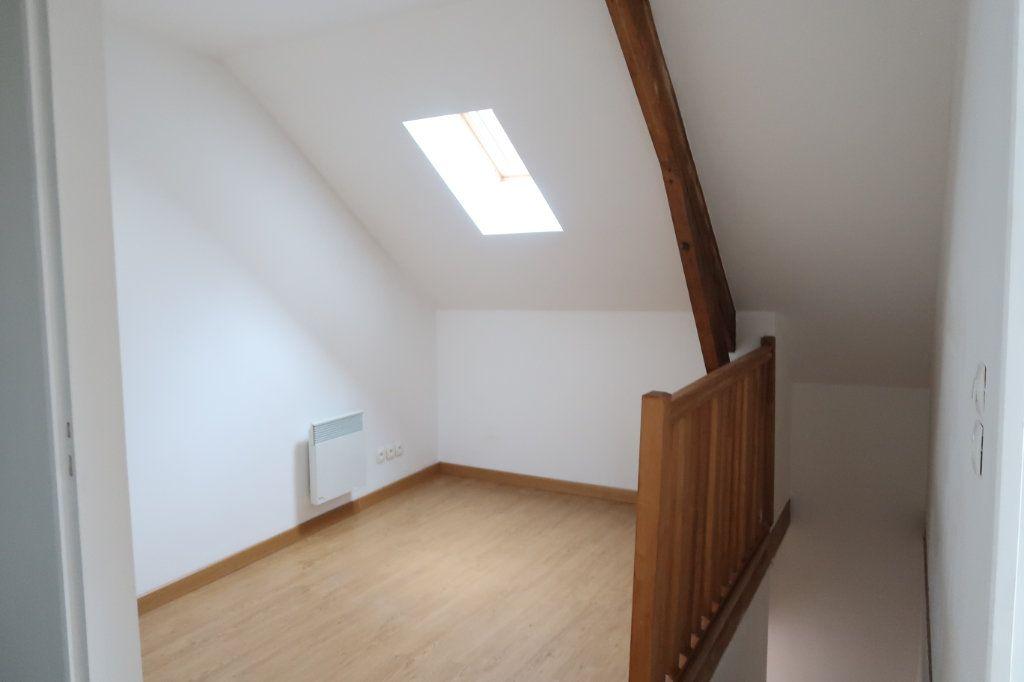 Appartement à louer 4 71.65m2 à Chauny vignette-2