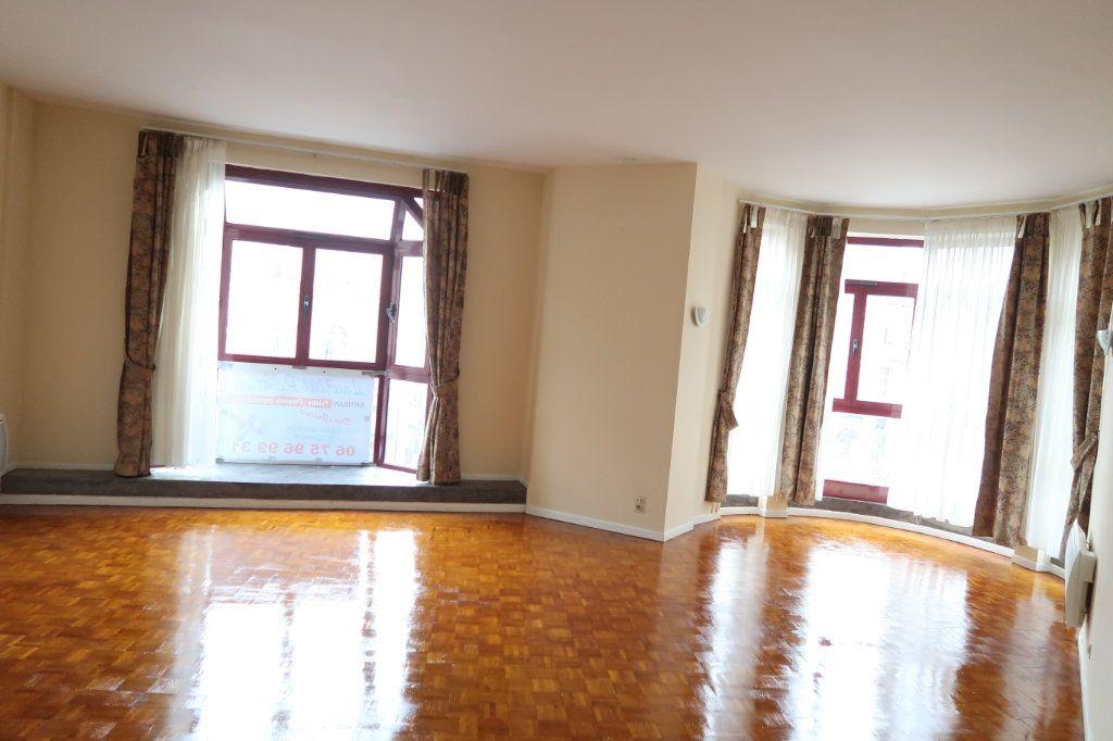 Appartement à louer 4 110m2 à Saint-Quentin vignette-1