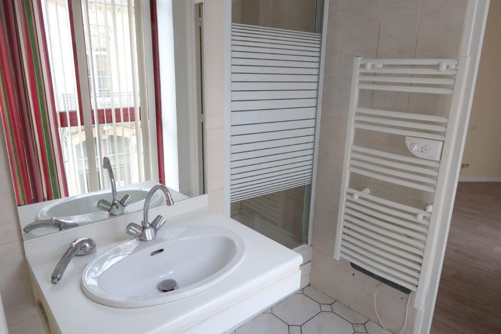Appartement à louer 4 110m2 à Saint-Quentin vignette-4