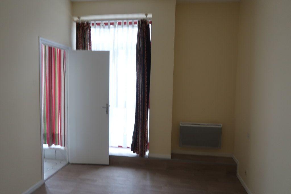 Appartement à louer 4 110m2 à Saint-Quentin vignette-6
