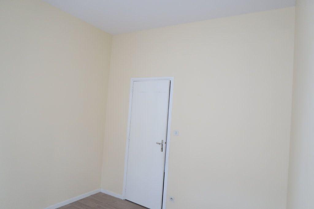 Appartement à louer 4 110m2 à Saint-Quentin vignette-7