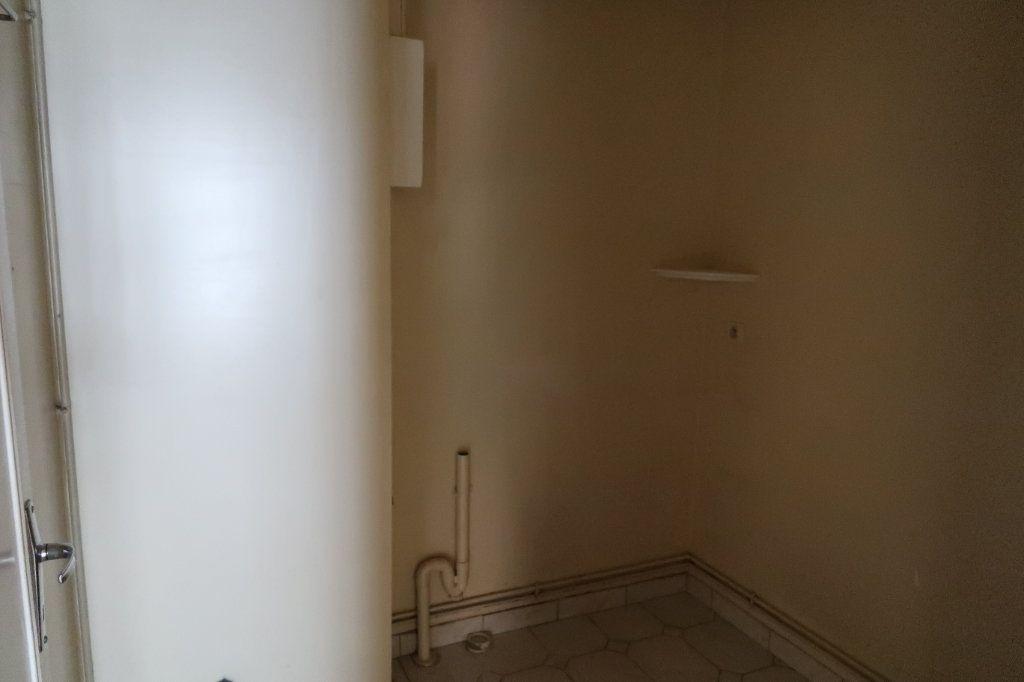Appartement à louer 4 110m2 à Saint-Quentin vignette-10