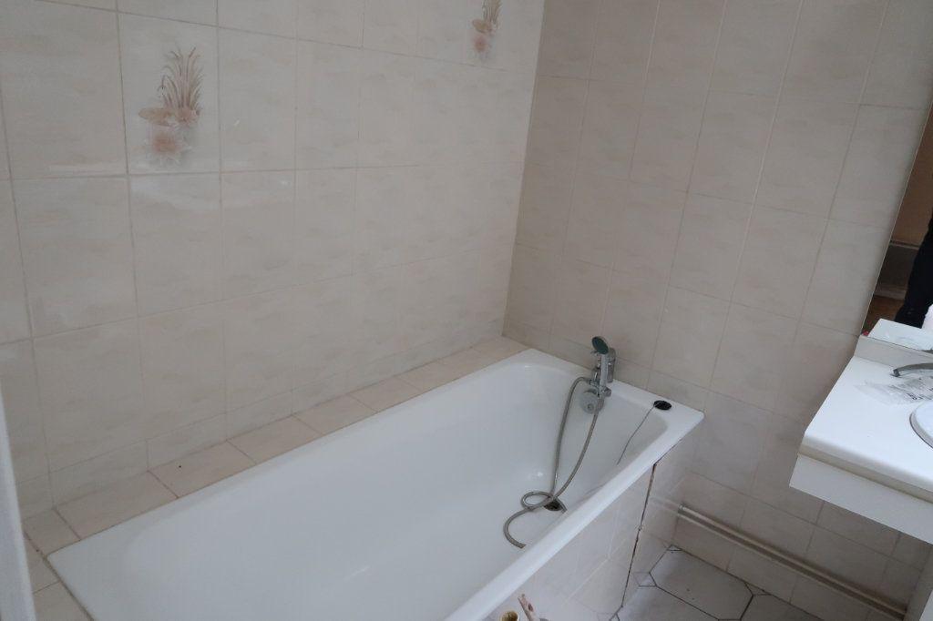 Appartement à louer 4 110m2 à Saint-Quentin vignette-11