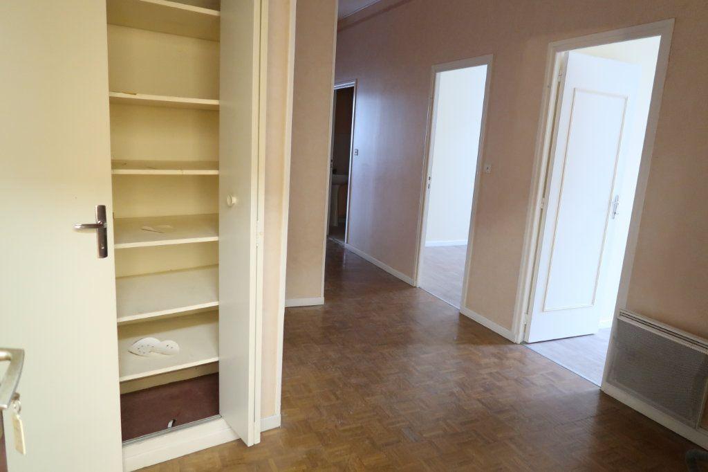Appartement à louer 4 110m2 à Saint-Quentin vignette-13