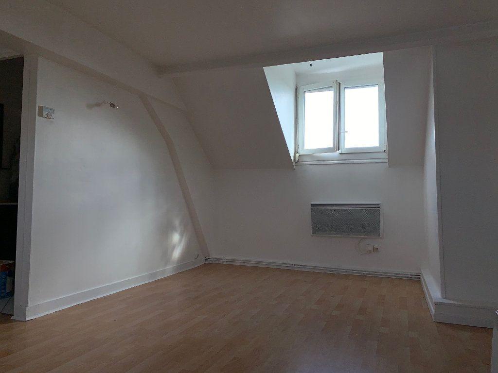 Appartement à louer 3 41m2 à La Fère vignette-3