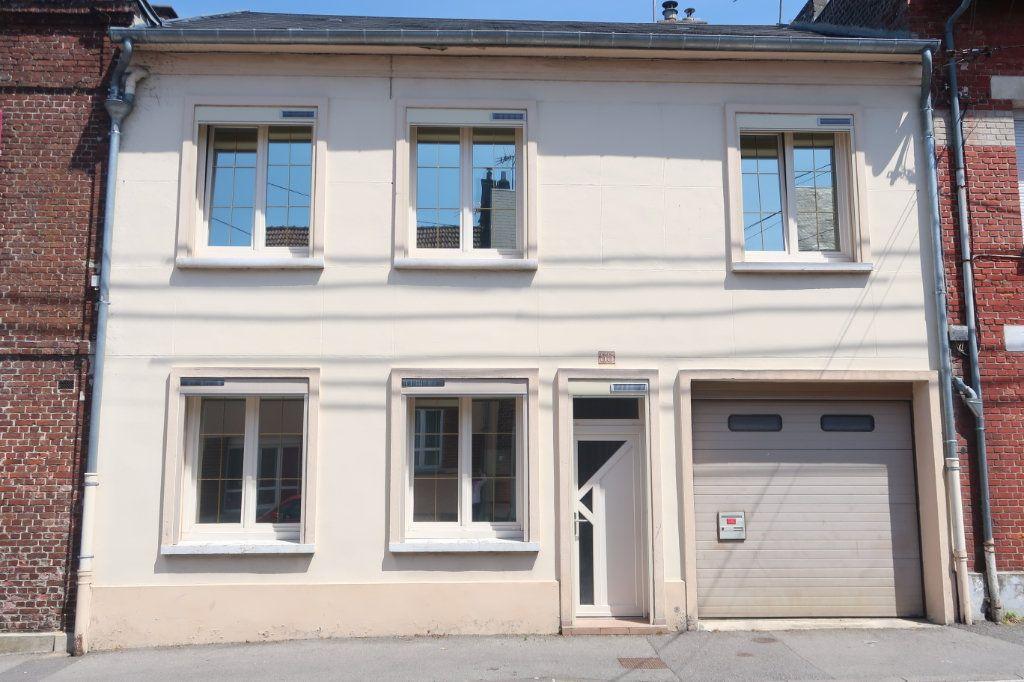 Maison à vendre 6 147m2 à Saint-Quentin vignette-1