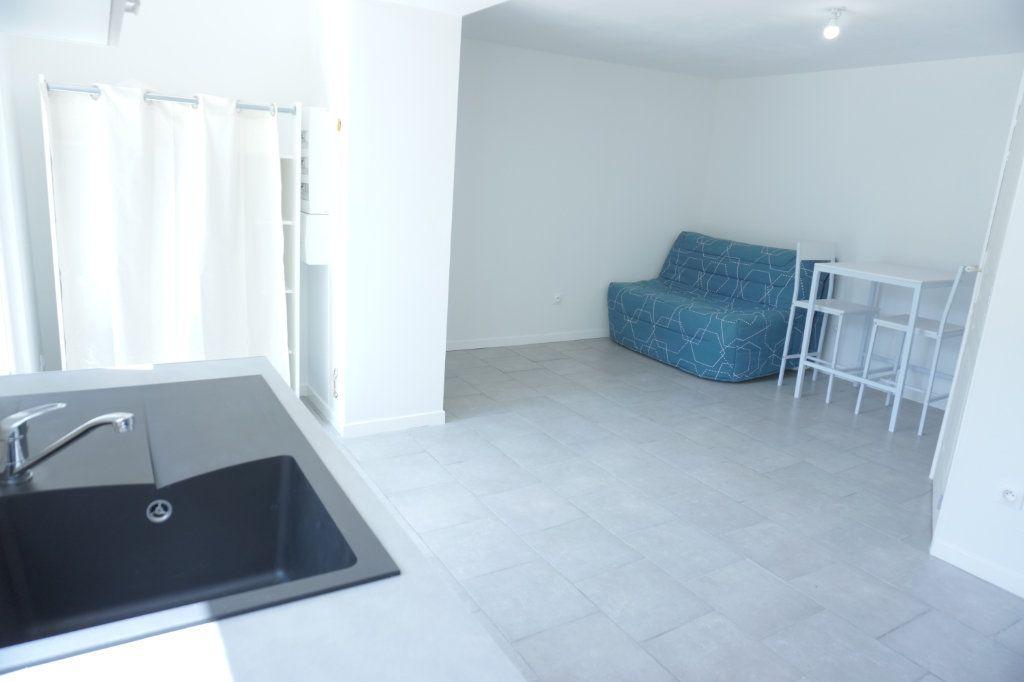 Appartement à louer 1 27.8m2 à Saint-Quentin vignette-2