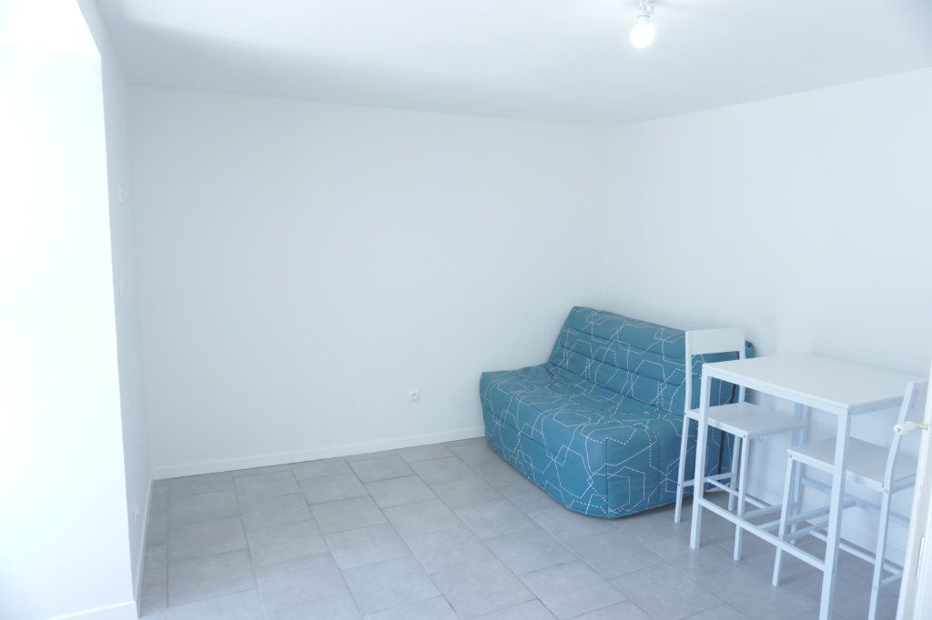 Appartement à louer 1 27.8m2 à Saint-Quentin vignette-5