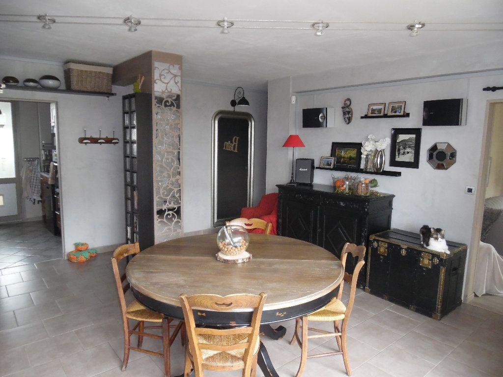 Appartement à vendre 4 69m2 à Saint-Quentin vignette-1