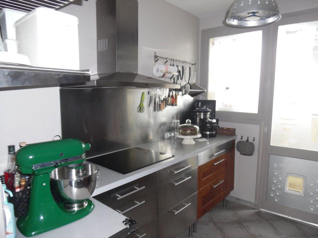 Appartement à vendre 4 69m2 à Saint-Quentin vignette-3