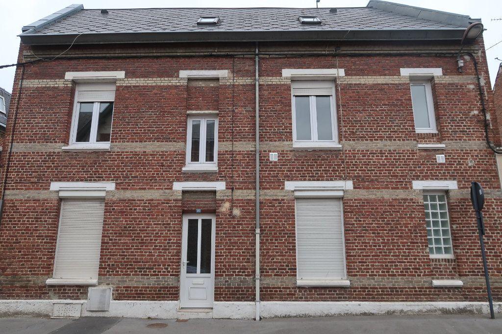 Maison à vendre 6 110m2 à Saint-Quentin vignette-1