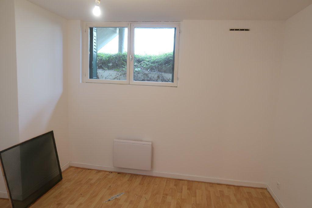 Appartement à louer 4 80m2 à Saint-Quentin vignette-6