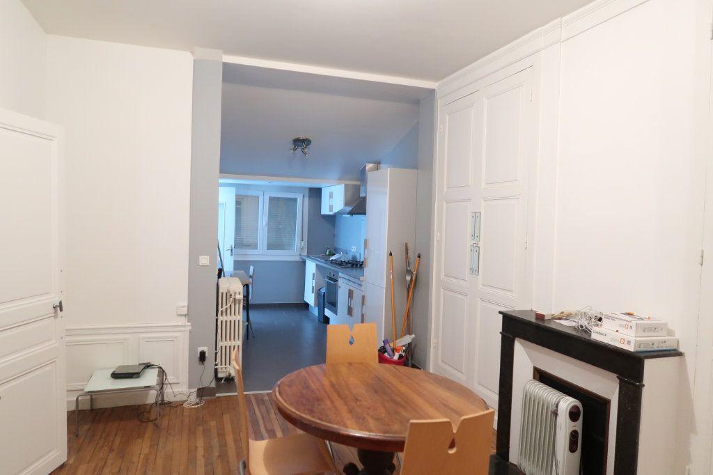 Maison à louer 5 110m2 à Saint-Quentin vignette-1