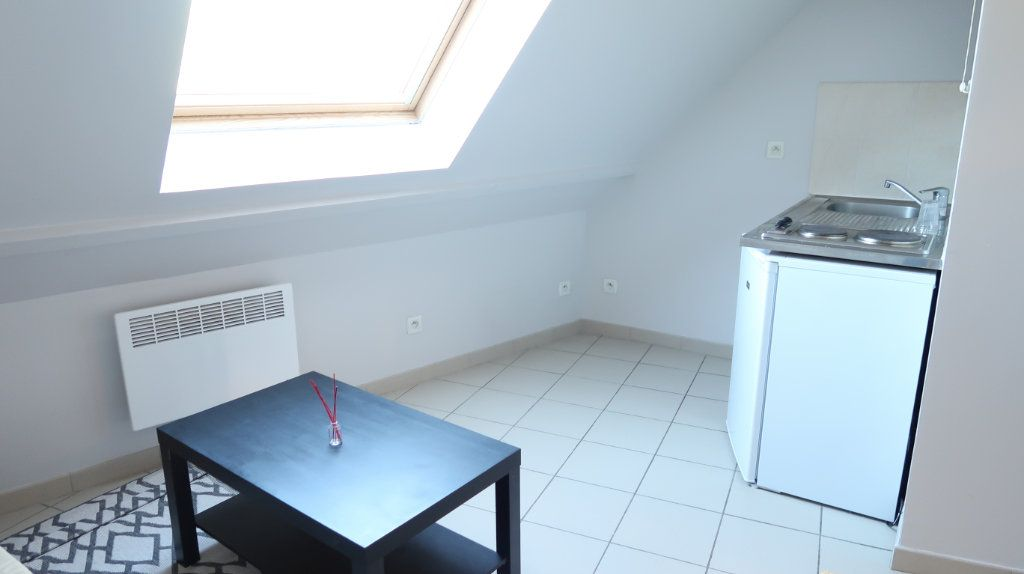 Appartement à louer 1 12.5m2 à Amiens vignette-1