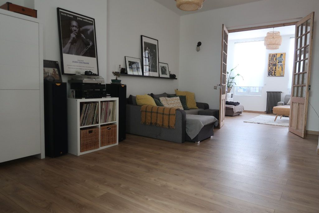 Maison à vendre 8 180m2 à Saint-Quentin vignette-1