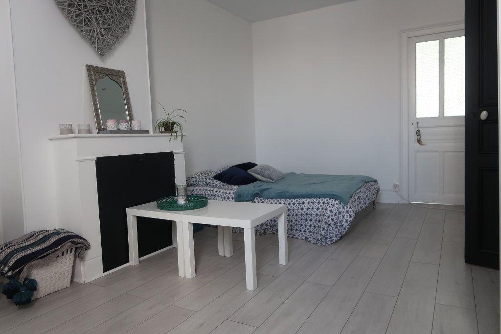 Maison à vendre 8 180m2 à Saint-Quentin vignette-7