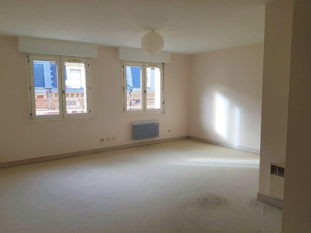 Appartement à louer 3 73m2 à Amiens vignette-1