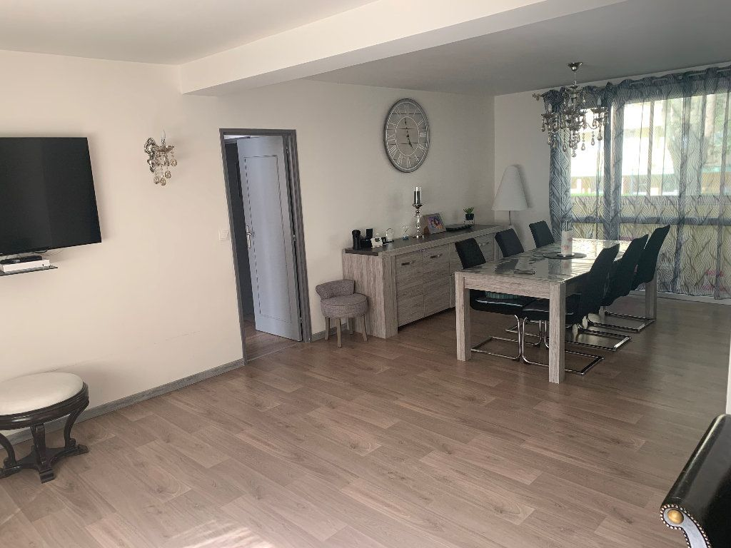 Appartement à vendre 4 98m2 à Saint-Quentin vignette-1