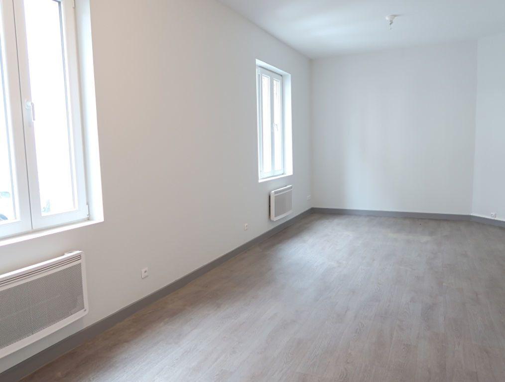 Immeuble à vendre 0 183.9m2 à Saint-Quentin vignette-1