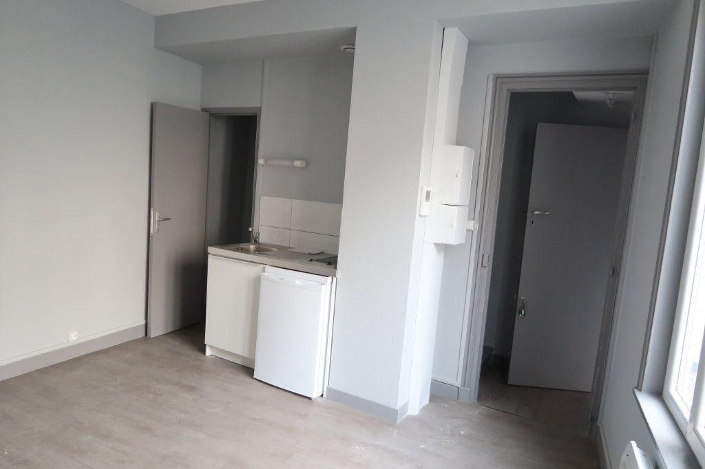 Appartement à louer 1 32m2 à Saint-Quentin vignette-1