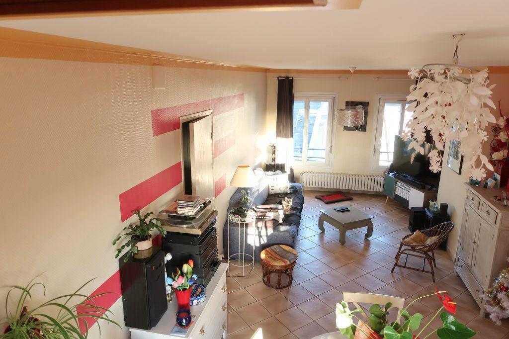 Appartement à vendre 4 78m2 à Saint-Quentin vignette-1
