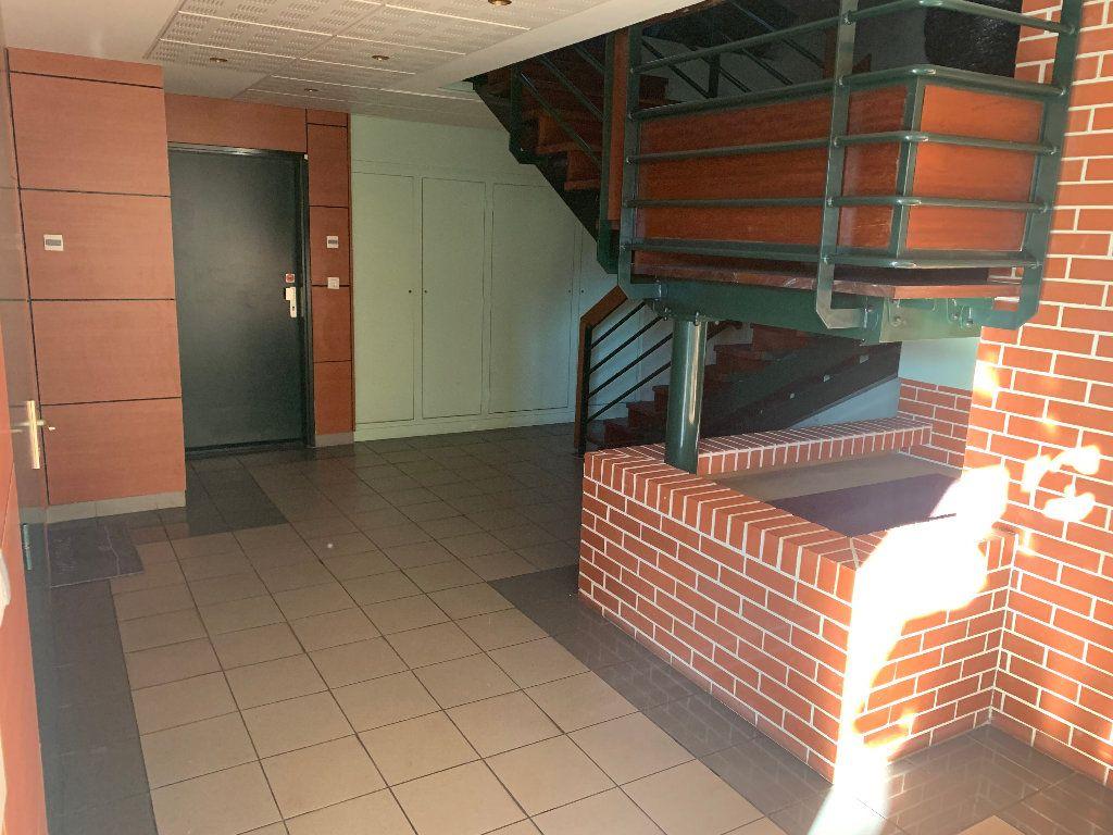 Appartement à vendre 4 82m2 à Saint-Quentin vignette-5