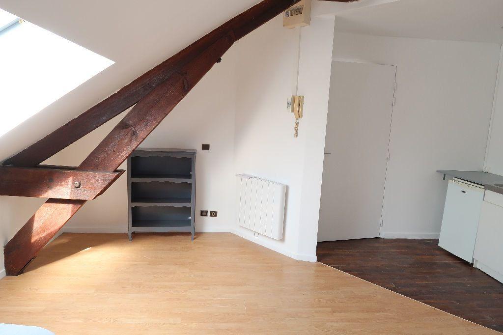 Appartement à louer 1 16m2 à Saint-Quentin vignette-2