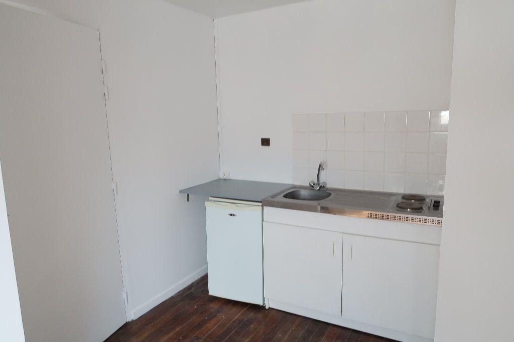 Appartement à louer 1 16m2 à Saint-Quentin vignette-3