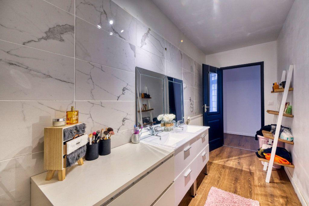 Appartement à vendre 3 84.23m2 à La Fère vignette-3