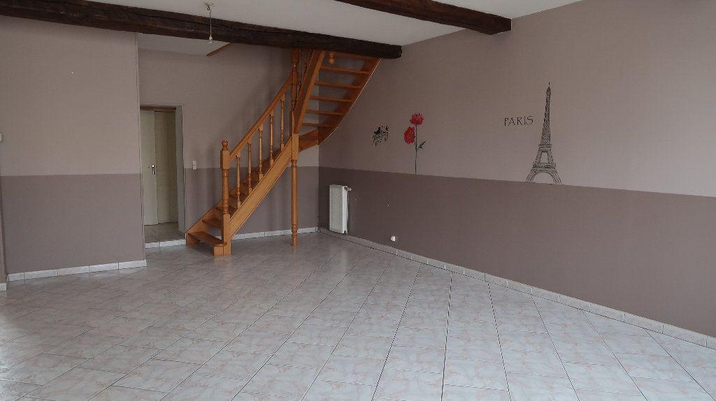 Appartement à louer 5 121.1m2 à La Fère vignette-2