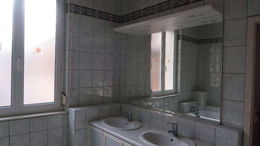 Appartement à louer 5 121.1m2 à La Fère vignette-9