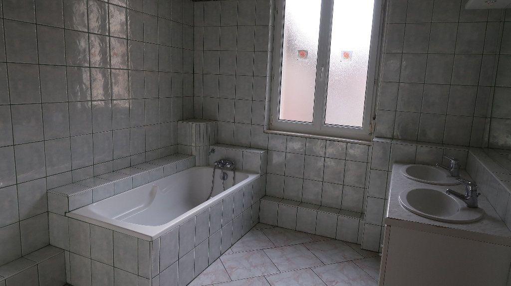 Appartement à louer 5 121.1m2 à La Fère vignette-10
