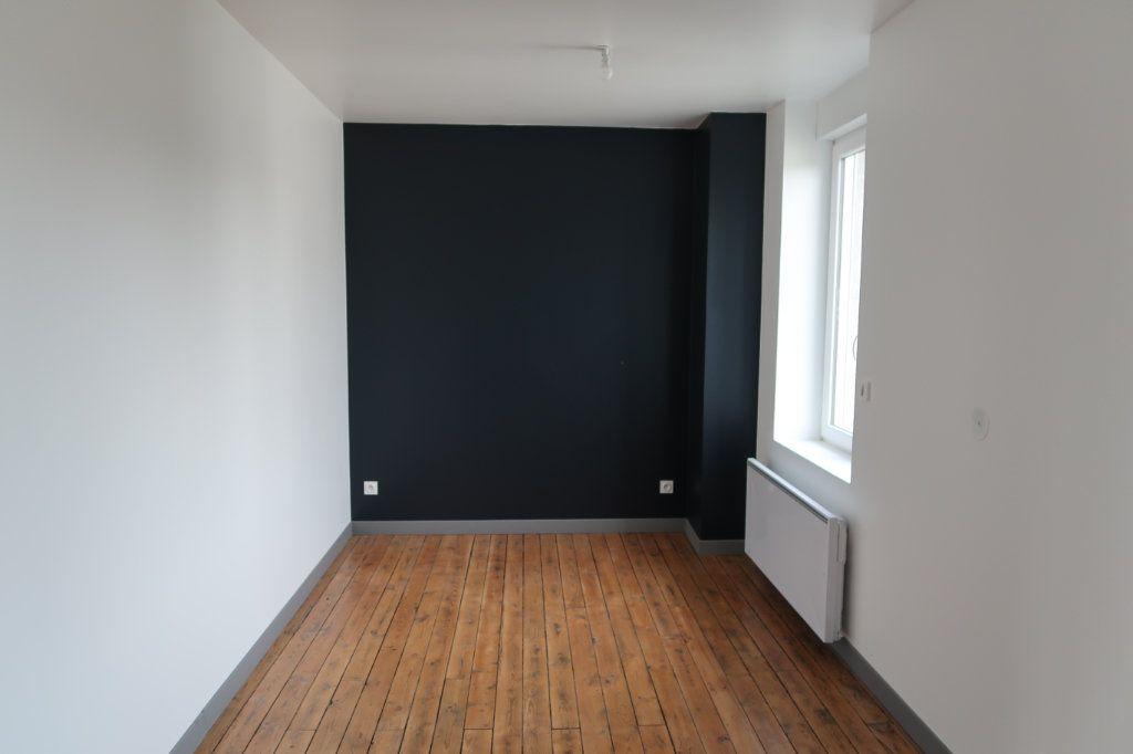 Maison à louer 7 125m2 à Gauchy vignette-11