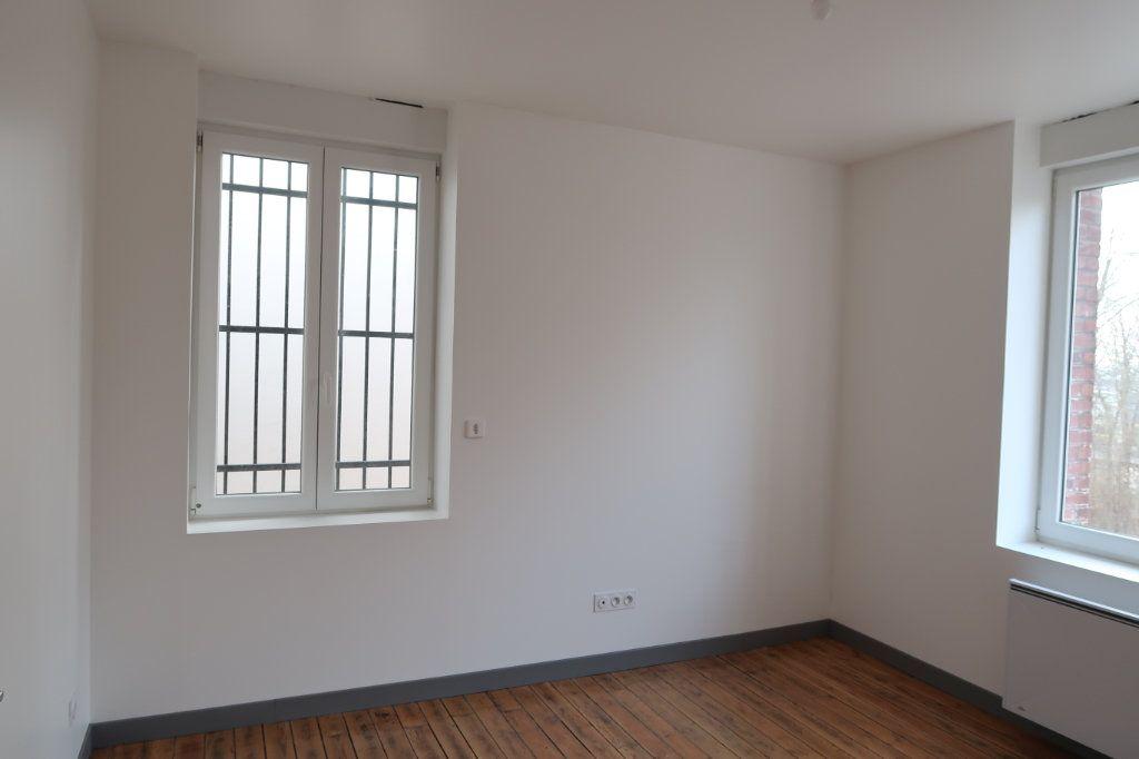 Maison à louer 7 125m2 à Gauchy vignette-17
