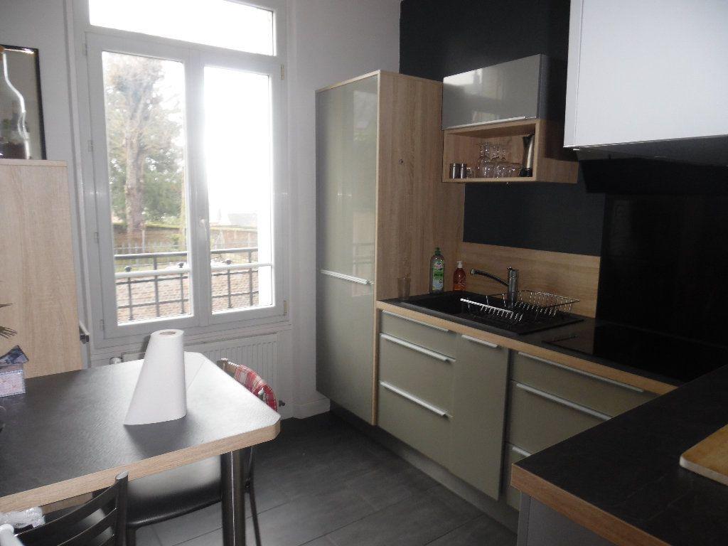 Appartement à vendre 3 73m2 à Saint-Quentin vignette-3
