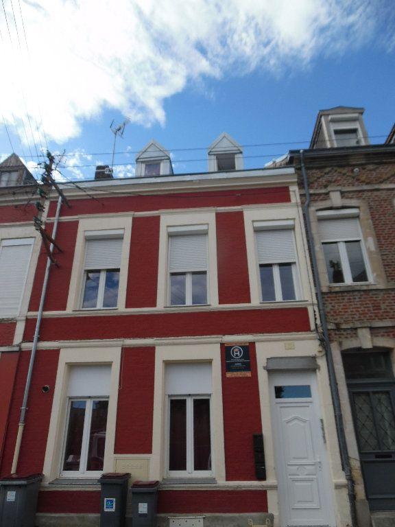 Immeuble à vendre 0 150m2 à Saint-Quentin vignette-1
