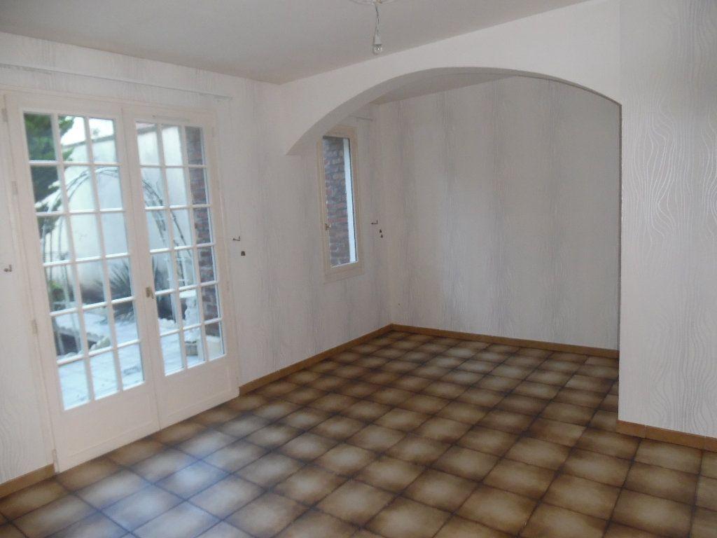 Maison à vendre 5 115m2 à Saint-Quentin vignette-3