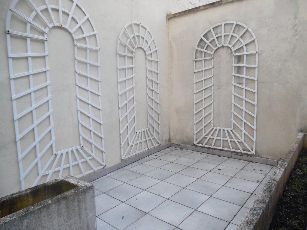 Maison à vendre 5 115m2 à Saint-Quentin vignette-6