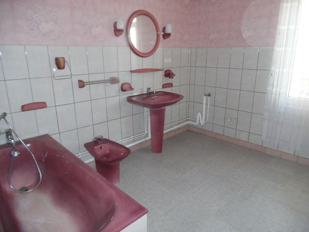 Maison à vendre 5 115m2 à Saint-Quentin vignette-10