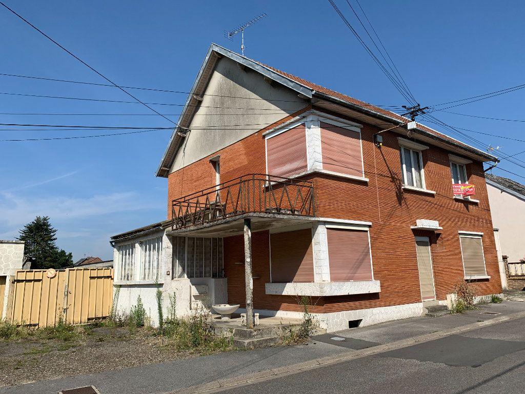 Maison à vendre 7 163.66m2 à Tergnier vignette-1