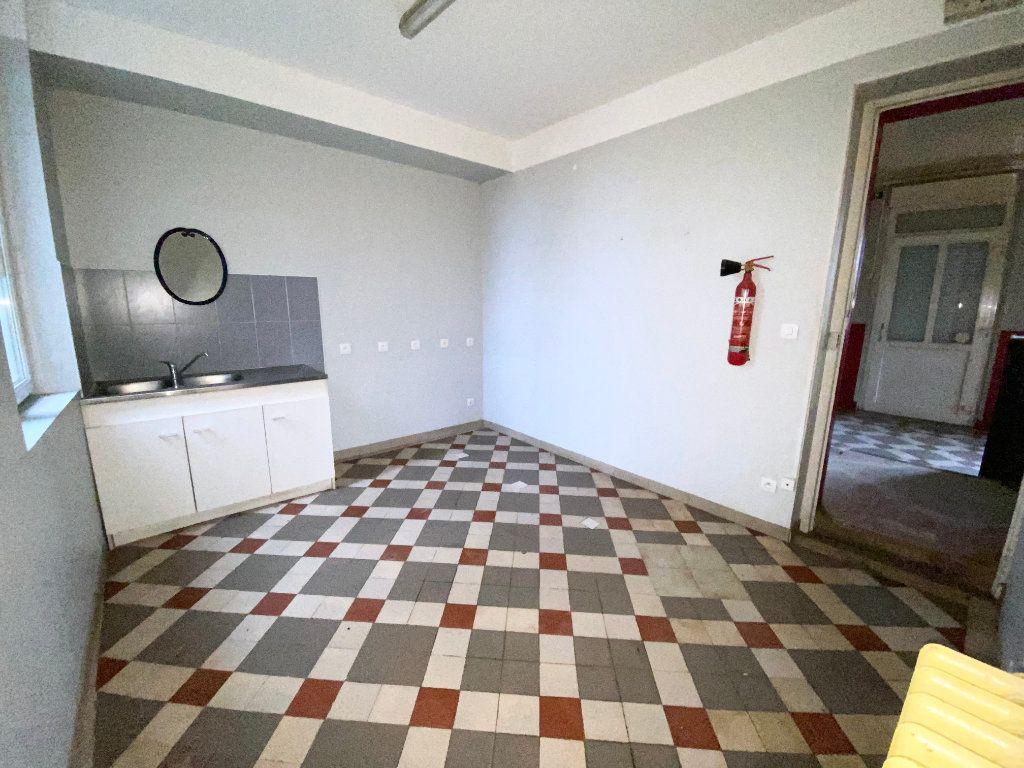 Immeuble à vendre 0 189m2 à Villequier-Aumont vignette-6