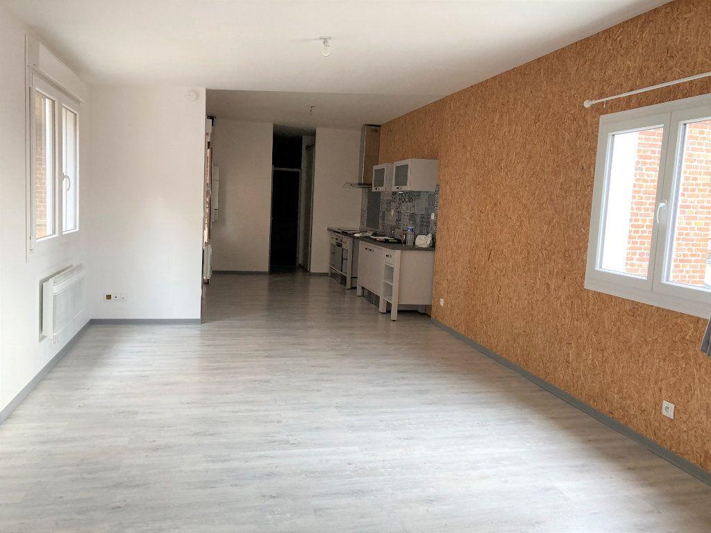Appartement à louer 3 70m2 à Saint-Quentin vignette-1