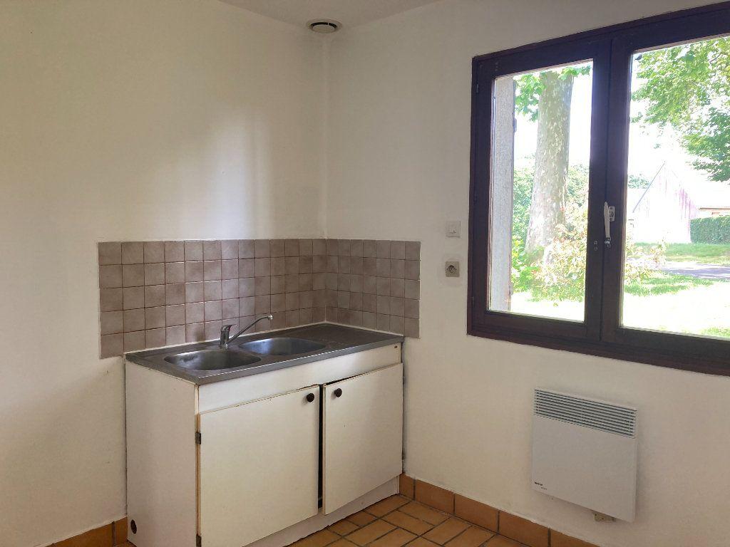 Maison à louer 4 114m2 à Homblières vignette-3