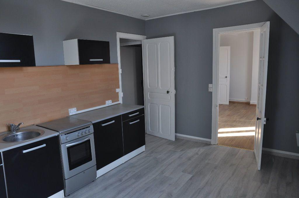 Appartement à louer 2 62m2 à Saint-Quentin vignette-1