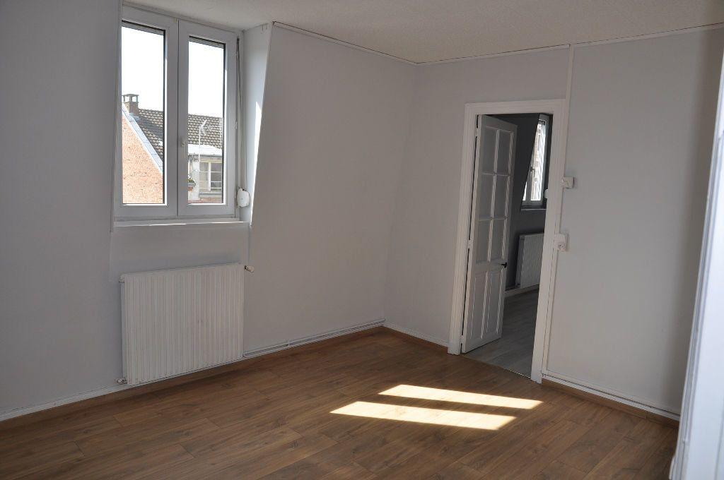 Appartement à louer 2 62m2 à Saint-Quentin vignette-2