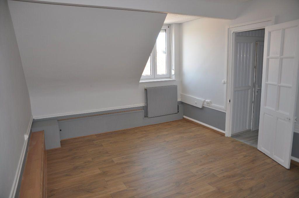 Appartement à louer 2 62m2 à Saint-Quentin vignette-3