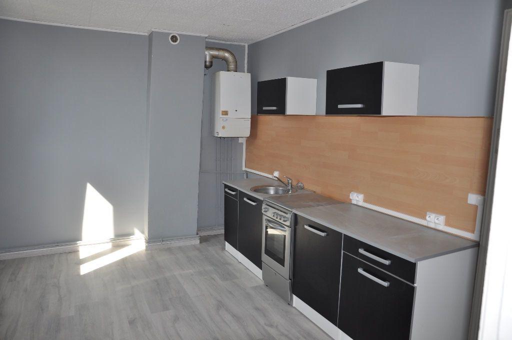 Appartement à louer 2 62m2 à Saint-Quentin vignette-5