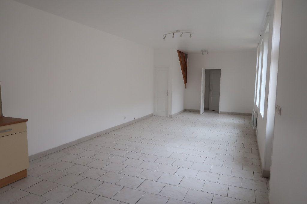 Appartement à louer 4 77.5m2 à Saint-Quentin vignette-2
